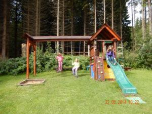 houpačky a dětská věž